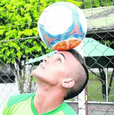 Odair Lucas [zagueiro], Paulo Vitor [goleiro], Samuel [meia] e Medina [atacante] somam força ao elenco do Galo Azul comandado pelo técnico Sérgio Guedes