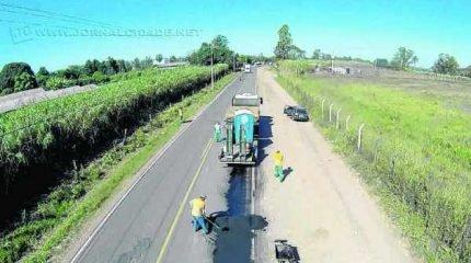 """A Estrada Vicinal """"Vereador Jacomo Bincoletto"""", que liga o município de Rio Claro ao Distrito de Ferraz, está sendo reparada"""