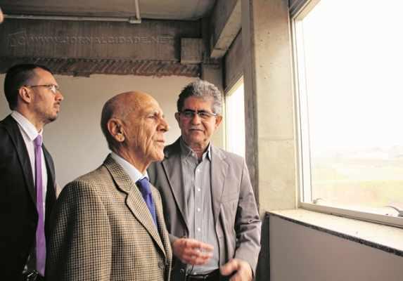 Secretário estadual de Justiça, Aloísio de Toledo César, em visita feita ao novo prédio do Fórum no mês de maio junto com Du Altimari