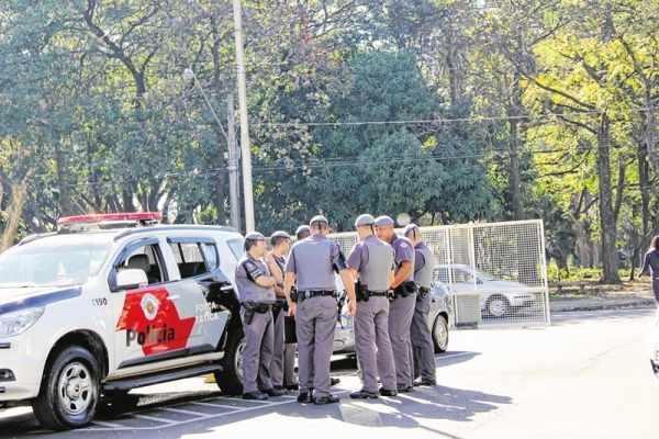 Operação em Rio Claro nessa terça-feira (28) prendeu seis pessoas acusadas de integrar facção criminosa. Polícia Militar afirma que ação deve continuar no município