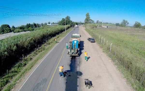 Nas últimas semanas, os trabalhos de tapa-buracos, necessários por conta dos estragos produzidos na malha viária pelas fortes chuvas