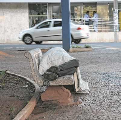 Nas redes sociais, campanha incentiva população a doar agasalhos e mantas para moradores de rua