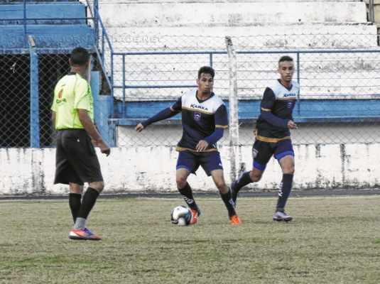 """JOGO-TREINO: """"As partidas servem para a gente sentir as dificuldades da competição"""", expôs Guedes"""