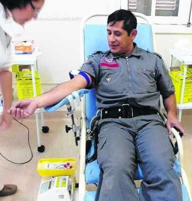 Bombeiros de Rio Claro participam de campanha para estimular a população a sempre doar sangue