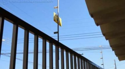 Cercamento em muros de residências contribui para levar mais segurança aos moradores