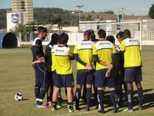 PREPARAÇÃO: equipe treinada por Guedes realizou diversos jogos-treino durante o mês de junho
