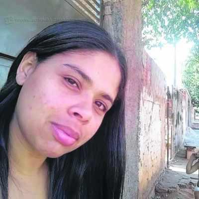 Joice tem 29 anos e trabalha com serviços gerais em um mercado na cidade de Avanhandava