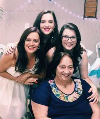 Dona Leonilda com a filha Cláudia e as netas Rafaella e Gabrielle