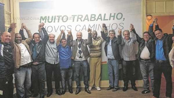 O pré-candidato Perissinotto (PMDB) ao centro ladeado pelo possível vice Djalma de Paula, prefeito Altimari e presidentes (Divulgação)