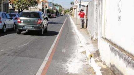 A pintura de sarjetas em ruas e avenidas na região dos bairros Cidade Nova e Vila Paulista foi criticada