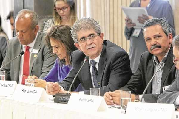 Da audiência realizada na quinta, em Brasília, participaram 27 prefeitos, entre eles o prefeito Du Altimari (foto: Paulo Negreiros/FNP)