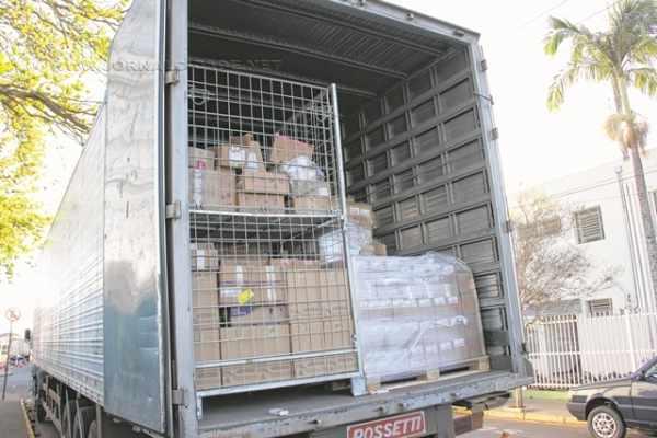Carroceria de carreta carregada com milhares de remédios foi recolhida em RC