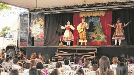 A peça João e Maria acontece no palco móvel do projeto Conexão Cultural Tigre, que em nove anos de apresentações já alcançou 614 mil pessoas, com mais de mil espetáculos teatrais por todo o país
