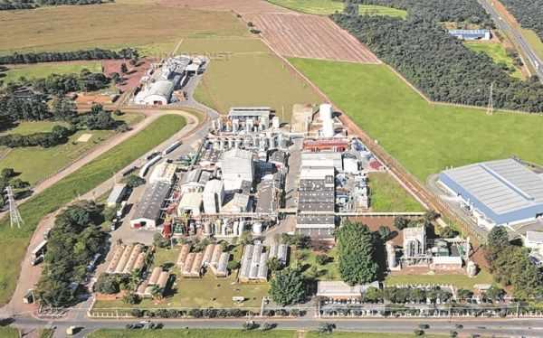 Na foto, vista aérea da planta fabril da SI Group Crios Resinas S/A, indústria química presente há mais de 30 anos na cidade de Rio Claro