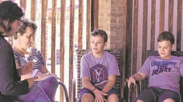 Adriana Rubio Wodewotzki e os gêmeos Felipe e Lucas foram fontes