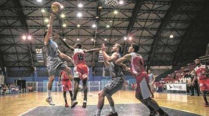 O RUGIDO: equipe de Dedé Barbosa pretende rugir mais alto e trazer a primeira vitória fora de casa (Foto: Filippo Ferrari)