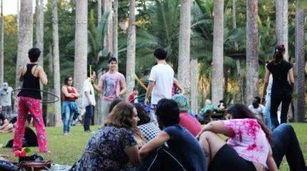 Sarau leva atividades culturais para todos os tipos de público em frente ao lago do antigo Horto Florestal (foto: Yasmin Bacchi)