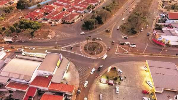 Além dos pontos fixos de fiscalização, Rio Claro conta com radar móvel e lombadas eletrônicas (Foto aérea: Bruno Leite)