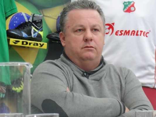 IN LOCO: Álvaro Gaia observa os jogadores que disputam a Copa Paulista no intuito de avaliar as possíveis contratações