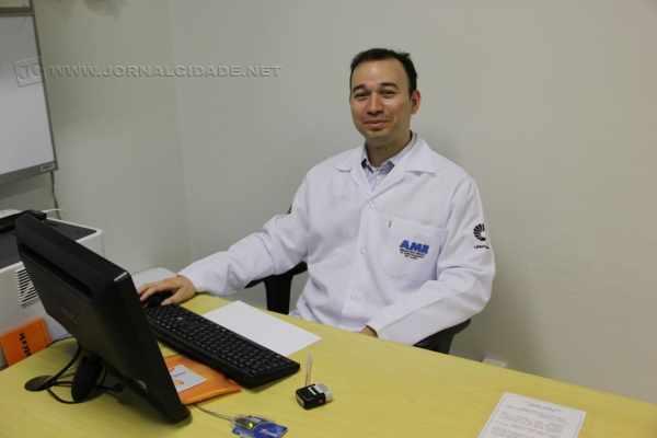 O Dr. Daniel F. R. Duarte, responsável pelo tratamento de escleroterapia no AME Rio Claro
