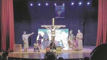 A peça apresentada pelo grupo é de Luís Alberto de Abreu