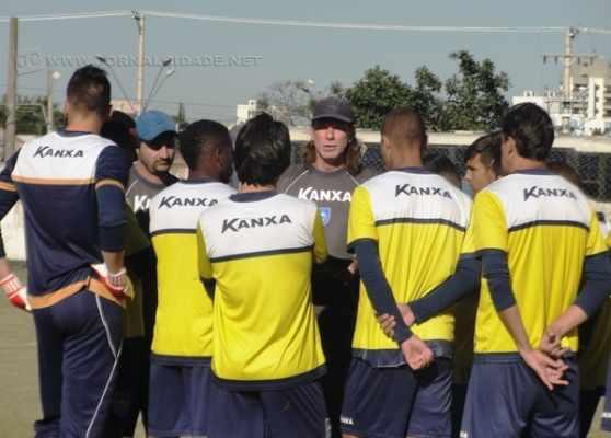 PRÓXIMA DISPUTA: Consultado pelo Caderno de Esportes, o treinador expôs que já começou a armar o time que enfrenta o São Paulo