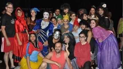 A montagem conta com a direção de Lucas Oliveira e Nicolas Del Prá e traz no elenco os alunos do TAMDEC e do Curso Livre de Teatro do Centro Cultural