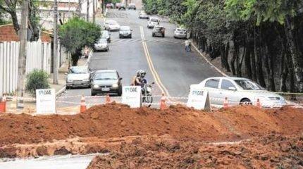 Cruzamento da Avenida Nossa Senhora da Saúde com a Avenida Ulysses Guimarães está interditado
