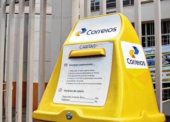 Rio Claro conta com agências dos Correios distribuídas no Centro (duas), Vila Aparecida, Parque das Indústrias, Santana, e distritos de Ferraz, Ajapi, Assistência e Batovi