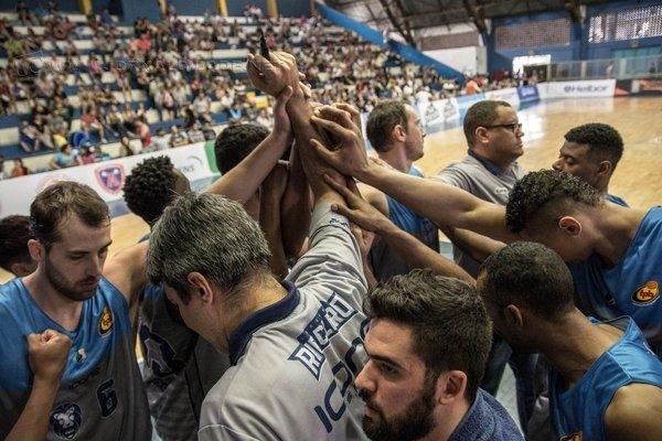 UNIÃO: equipe do Rio Claro Basquete permanece unida mesmo diante da incerteza acerca do futuro dos jogadores e do clube rio-clarense (Foto: Filippo Ferrari