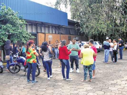 Cansados de esperar pela entrega dos apartamentos, moradores vão ao NAM cobrar Habitação