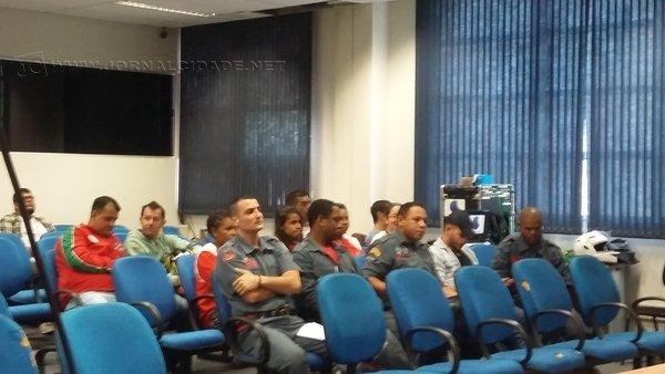 Para sinalizar apoio à propositura, bombeiros civis estiveram na sessão da Câmara Municipal que ocorreu nesta semana