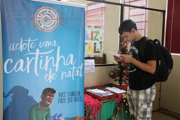 Alex Rocha, de 24 anos, conta que há três anos participa da campanha e juntamente com amigos compra os presentes solicitados