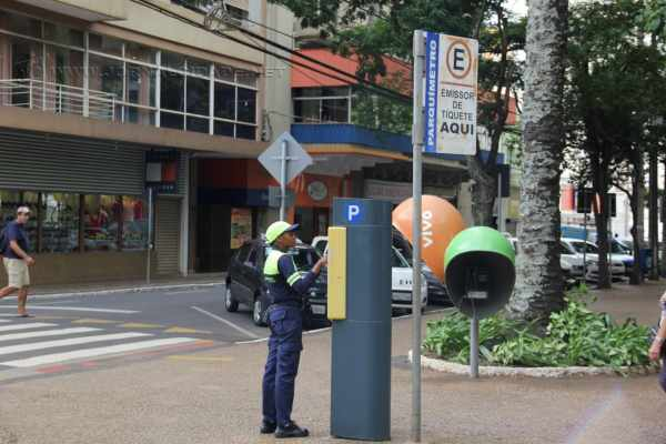 Parquímetros da Área Azul ficam localizados em todo o perímetro central para uso dos motoristas