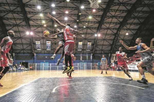 TRISTE FIM!: não bastasse o fim da equipe do Leão, a Liga Nacional de Basquete deve retirar o piso do ginásio a qualquer momento