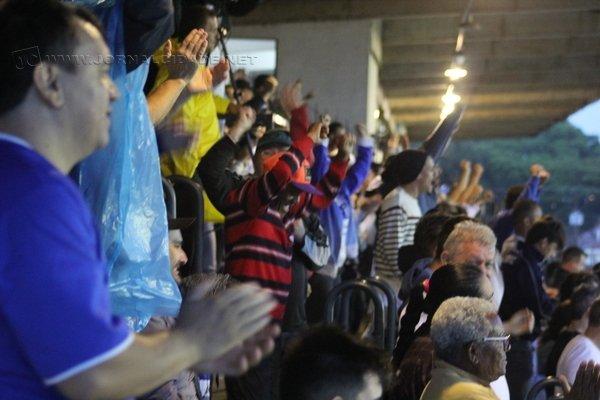 PRESENÇA! Torcida rio-clarista fez bonito e incentivou o escrete até o fim da participação no certame!
