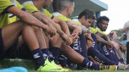 PRONTOS PARA ENTRAR EM CAMPO!: mesmo com forte chuva, os treinos no Schmidtão tiveram início na última segunda-feira (28)