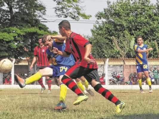 HOMENAGEM: torneio que movimenta os domingos da Cidade Azul homenageia Carlinhos Trindade (Foto: Pedrinho Sarti)