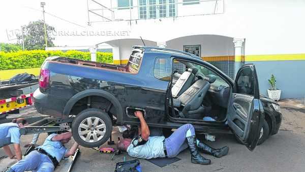 Autoridades da Polícia Militar Rodoviária de Rio Claro encontraram droga em lataria de veículo