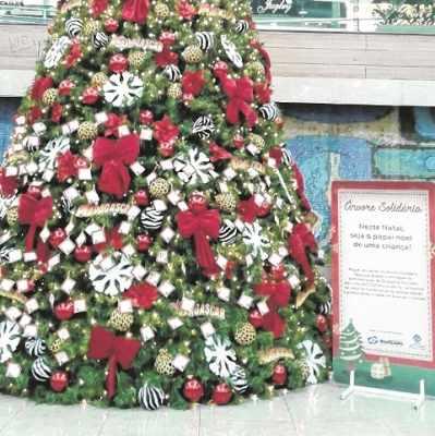 A Árvore Solidária está instalada na Praça de Alimentação