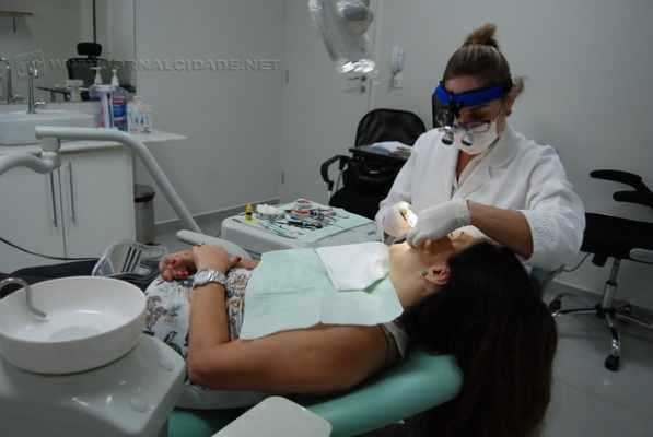 Dentistas deram dicas e falaram sobre a importância dos cuidados com os dentes e também dos tratamentos mais adequados