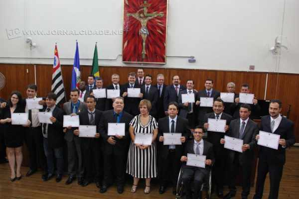 Todos os 19 vereadores eleitos, além do vice-prefeito e prefeito, receberam do juiz da comarca de Rio Claro o certificado que atesta a regularidade de suas candidaturas e eleição