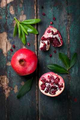 A romã é uma fruta muito presente nas festas de Ano-Novo e também nas simpatias feitas na data