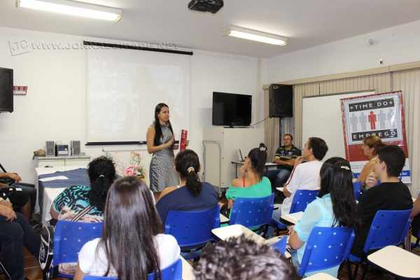 Os conteúdos do Time do Emprego são desenvolvidos durante 12 encontros, com grupos de 20 a 30 pessoas.