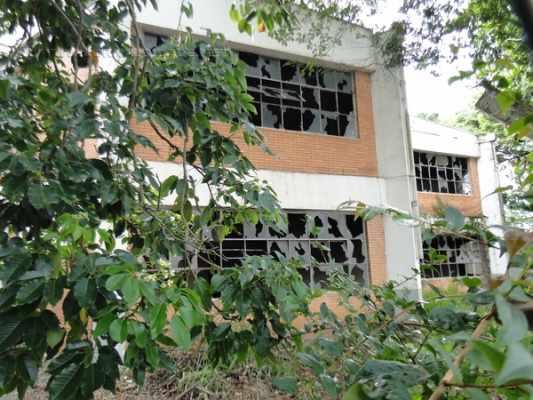 Prédios que eram utilizados pela Universidade Estadual Paulista estão abandonados no Santana