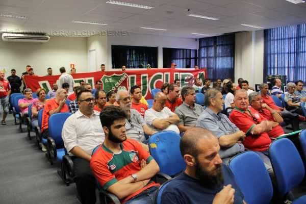 Torcida do Velo Clube acompanhou nessa segunda-feira (5) votação na Câmara de concessão do Benitão ao time pelo prazo de 20 anos