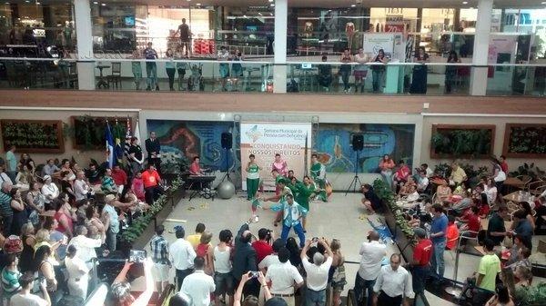 Diversas atrações acontecem ao longo desta terça-feira (6), na praça de alimentação do Shopping