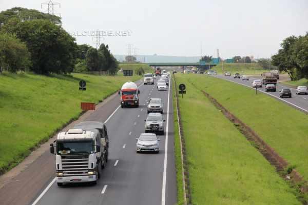 Na manhã dessa quarta-feira (28) já era possível observar o grande movimento de veículos na Rodovia Washington Luís, em Rio Claro