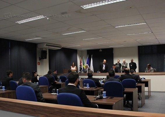 Em primeira discussão, vereadores aprovaram criação de novos cargos na Câmara Municipal em sessão extraordinária de ontem (19)