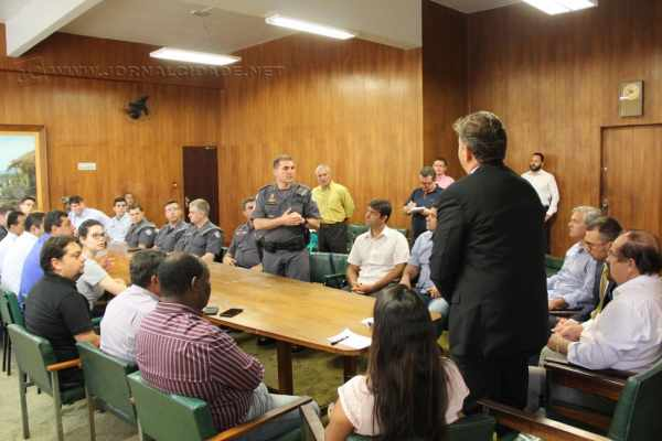 Reunião contou com a presença de vereadores, secretários e outras personalidades da sociedade